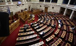 Απίστευτα πράγματα στη Βουλή: Έκλεισαν τα μικρόφωνα στην Ολομέλεια - Βουλευτές φώναζαν «ντροπή»