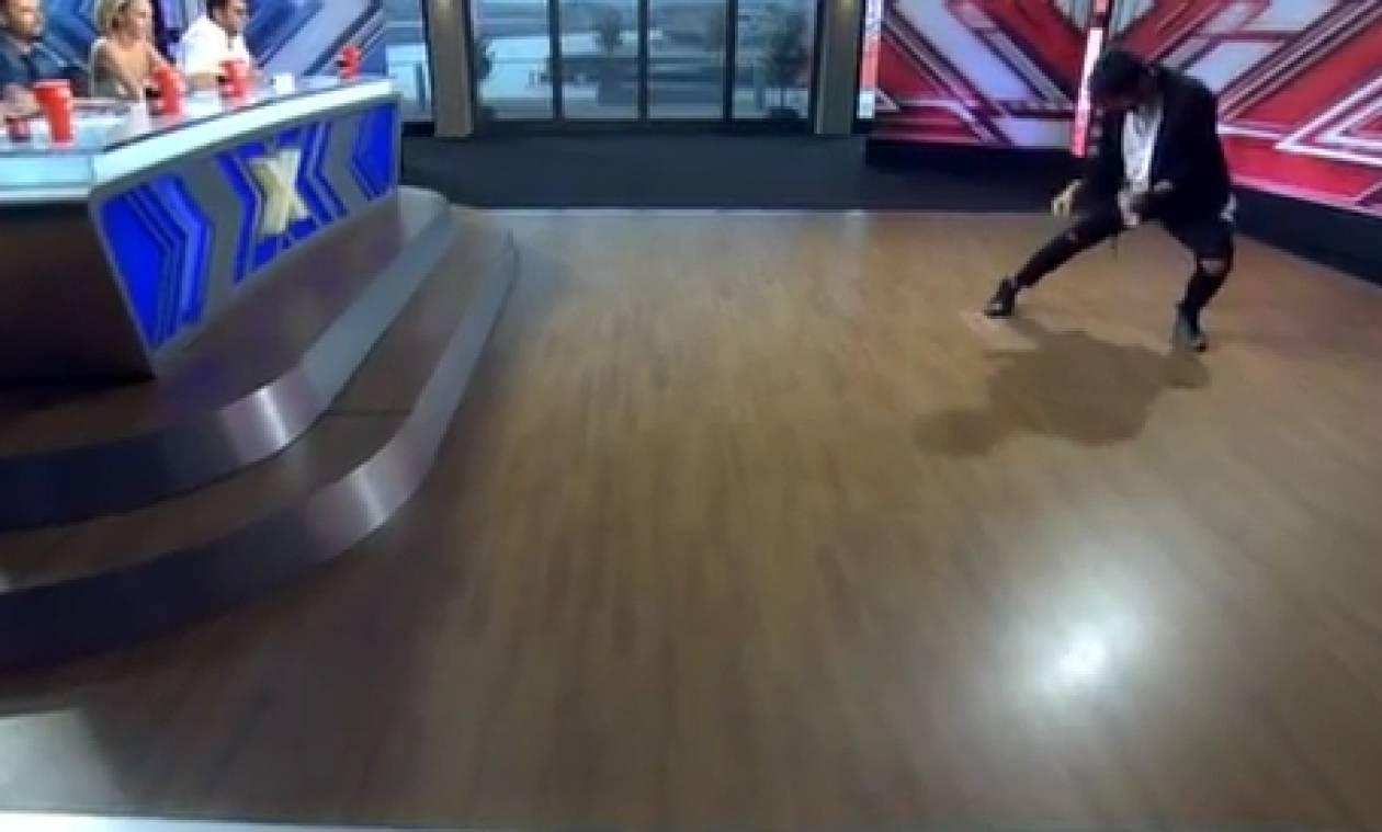 X Factor: Παίκτης «τρέλανε» την επιτροπή, τραγουδώντας με... μπουκάλι (video)