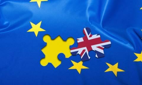 Οι Βρετανοί αρχίζουν να έχουν δεύτερες σκέψεις για το Brexit