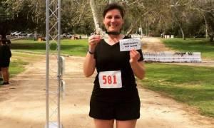 Η γυναίκα που έτρεξε έναν ολόκληρο μαραθώνιο για να νικήσει την ασθένειά της (pics)