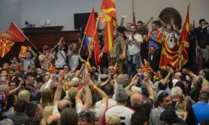 Σηκώνουν άρον-άρον οι Ελληνες τα χρήματα που είχαν μεταφέρει σε σκοπιανές τράπεζες