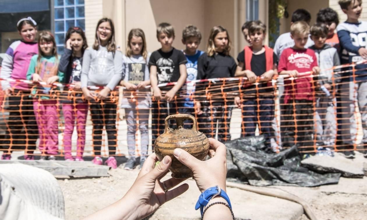 Συγκλονιστικό εύρημα στη Σαλαμίνα: Ανακάλυψαν μυκηναϊκό τάφο με εντυπωσιακά κτερίσματα