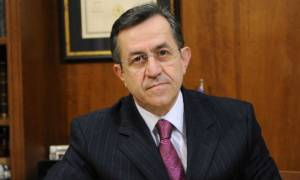 Ο Νίκος Νικολόπουλος τα … ψέλνει εντός και εκτός Βουλής και μικρής οθόνης! (video)