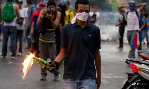 Χάος στη Βενεζουέλα: Νέες διαδηλώσεις κατά της «δικτατορίας του Μαδούρο» (Vids)