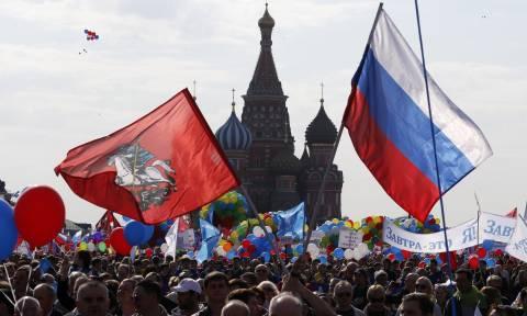 Πρωτομαγιά 2017 - Ρωσία: Δείτε την τεράστια εργατική διαδήλωση στην Κόκκινη Πλατεία (Vid)