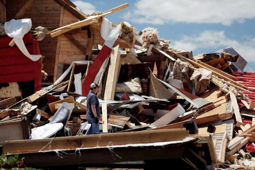 Φονική κακοκαιρία «σαρώνει» τις ΗΠΑ: Τουλάχιστον 14 νεκροί (Pics+Vids)