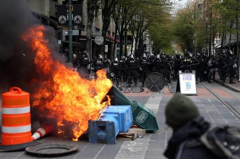 Βίαιες συγκρούσεις στις ΗΠΑ σε πορείες για την εργατική Πρωτομαγιά (Pics+Vids)