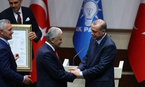 Τουρκία: Kαι πάλι μέλος του AKP o Ερντογάν για να διεκδικήσει εκ νέου την Προεδρία