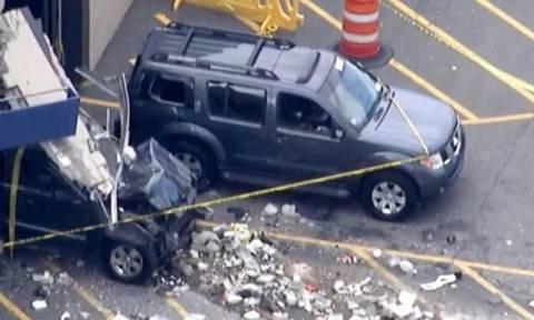 Τζιπ εισέβαλε σε έκθεση αυτοκινήτων και σκόρπισε το θάνατο - 2 νεκροί και 12 τραυματίες (video)