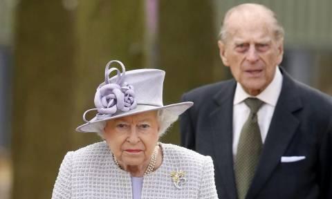 Αγγλία: Οργιάζουν οι φήμες για την έκτακτη σύσκεψη στο παλάτι του Μπάκινγχαμ