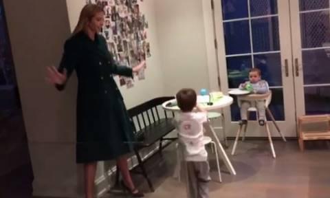 ΗΠΑ: Η Ιβάνκα δίνει ρεσιτάλ χορού με τους γιους της - Οι φιγούρες που έγιναν viral! (vid)