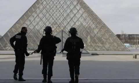 Εκλογές Γαλλία 2017: Συναγερμός στο Παρίσι – Εκκενώθηκε το Λούβρο (Pics+Vids)