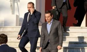 «Μυρίζει» ανασχηματισμός: Ο Τσίπρας αρχίζει επισκέψεις στα υπουργεία