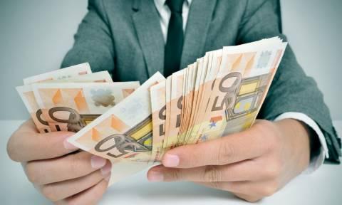 «Δώρον άδωρον» τα αντίμετρα: Βαρύς ο πέλεκυς στα χαμηλά εισοδήματα