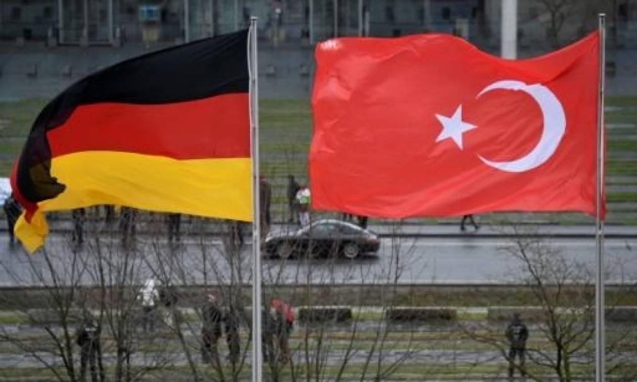 Το Βερολίνο έδωσε άσυλο σε Τούρκους στρατιωτικούς
