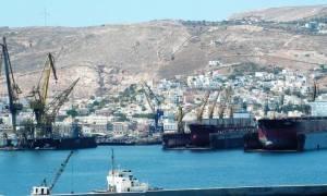 Κατάληψη της Περιφέρειας Νοτίου Αιγαίου από εργαζόμενους στα ναυπηγεία Νεωρίου Σύρου