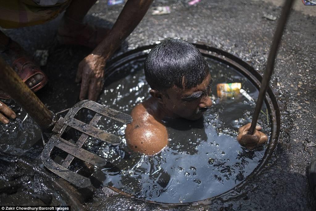Η χειρότερη και πιο δύσκολη δουλειά στον κόσμο! (pics)