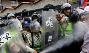 Βενεζουέλα: Επεισόδια στο Καράκας - Δακρυγόνα και άγριο ξύλο σε συνταξιούχους (pics)