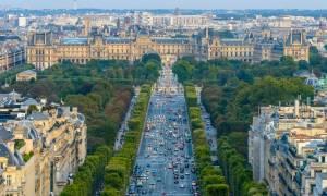 Γαλλία: Αναβρασμός στο προεδρικό μέγαρο των Ηλυσίων – «Ολάντ τέλος, ζήτω ο Μακρόν»
