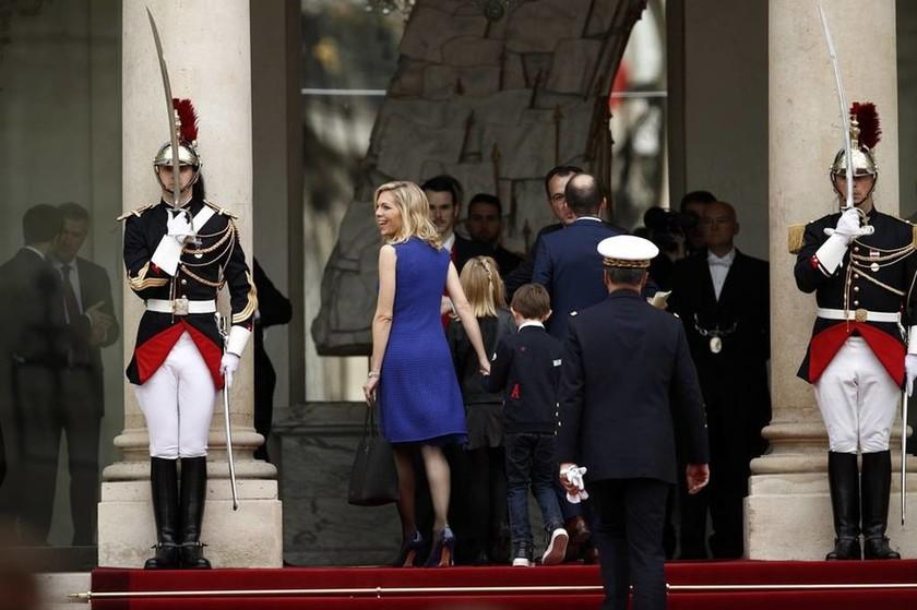 Τέλος εποχής στη Γαλλία: Ο Μακρόν παραλαμβάνει τη σκυτάλη της εξουσίας από τον Ολάντ (Pics)