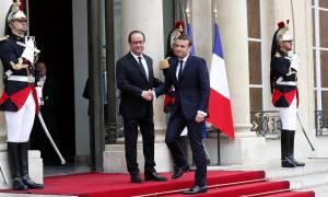 Τέλος εποχής στη Γαλλία: Ο Μακρόν παραλαμβάνει τη σκυτάλη της εξουσίας από τον Ολάντ (Pics+Vids)