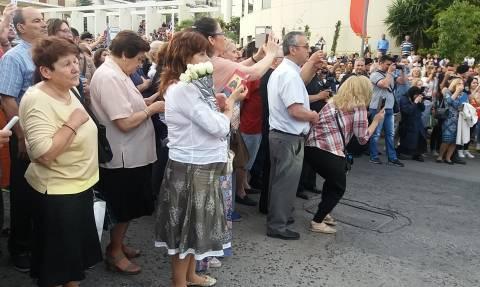 Στην Αθήνα το σκήνωμα της Αγίας Ελένης – Συγκίνηση από τους πιστούς (pics&vid)