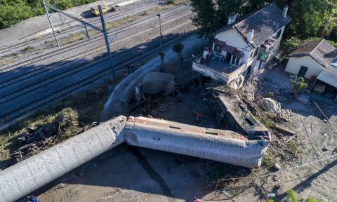 Εκτροχιασμός τρένου στο Άδενδρο: Τα σενάρια για τη σιδηροδρομική τραγωδία