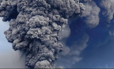 Σοκ! «Ξύπνησε» το ηφαίστειο της Νάπολι – Τρόμος στην Ιταλία (Pics+Vids)