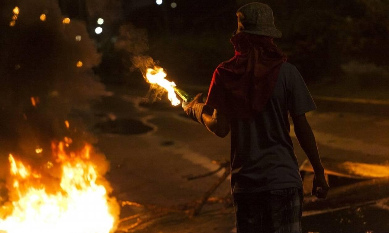 «Φωτιά» παίρνει ξανά η Βενεζουέλα: Νέες συγκρούσεις διαδηλωτών με την αστυνομία - Ένας νεκρός (Pics)