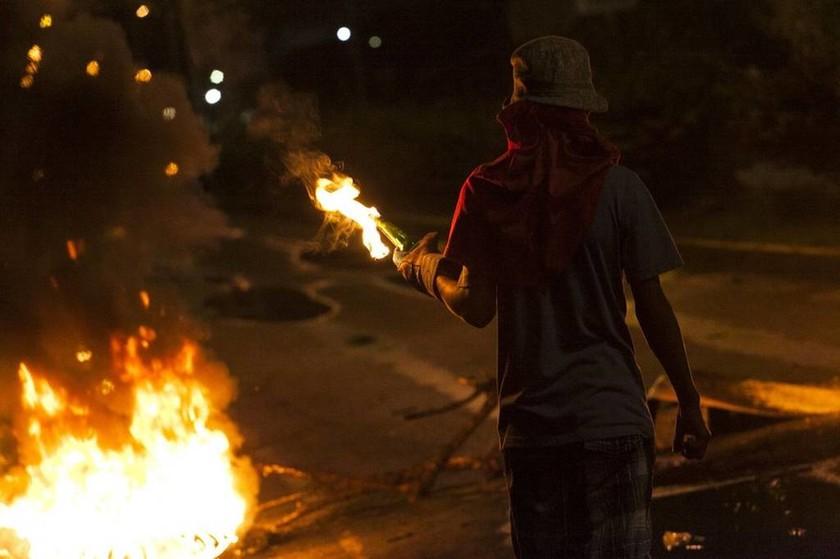 «Φωτιά» παίρνει ξανά Βενεζουέλα: Νέες συγκρούσεις διαδηλωτών με την αστυνομία - Ένας νεκρός