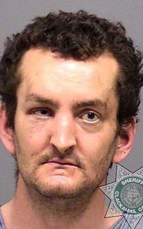 Φρίκη: Μπήκε σε σούπερ μάρκετ κρατώντας το κεφάλι της μητέρας του και μαχαίρωσε υπάλληλο (pics+vid)