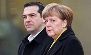 Τηλεφωνική επικοινωνία Τσίπρα – Μέρκελ για το ελληνικό χρέος