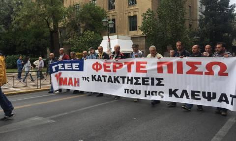 Απεργία: Αυτά είναι τα πανό που έκλεψαν την παράσταση στο κέντρο της Αθήνας (pics)
