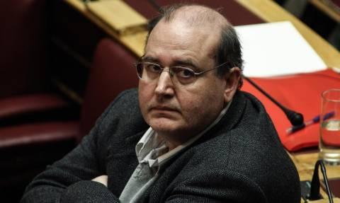 Αριστερό δούλεμα: Ο Φίλης υπόσχεται «μαστίγιο» στην κυβέρνηση, αλλά θα υπερψηφίσει το «Μνημόνιο 4»