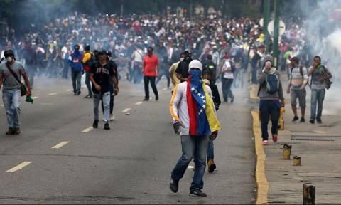 Βενεζουέλα: Στους 43 οι νεκροί από αντικυβερνητικές διαδηλώσεις - Σκοτώθηκε ένας έφηβος διαδηλωτής