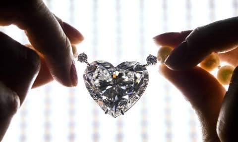 Θα ζαλιστείτε: Παγκόσμιο ρεκόρ για το διάσημο διαμάντι σε σχήμα καρδιάς (Pic+Vid)