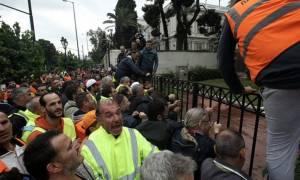 Επεισόδια στο Διοικητικής Μεταρρύθμισης: Συμβασιούχοι προσπάθησαν να μπουν στο κτήριο