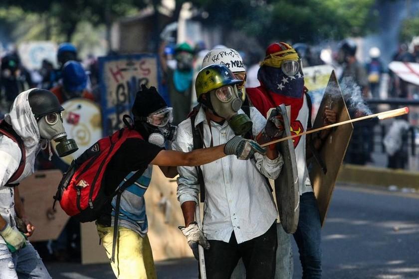 «Φωτιά» παίρνει ξανά η Βενεζουέλα: Με αμείωτη ένταση για 50η μέρα οι διαδηλώσεις κατά του Μαδούρο