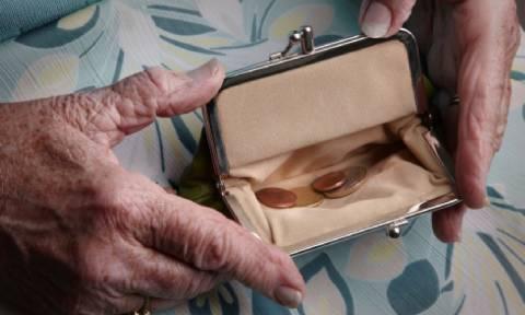 Στοιχεία σοκ: 1,2 εκατομμύρια συνταξιούχοι ζουν με λιγότερα από 500 ευρώ το μήνα!