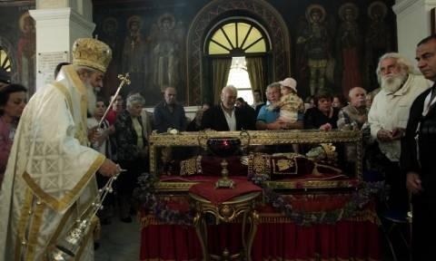 Λιτανεία του ιερού λειψάνου της Αγίας Ελένης στην Αγία Βαρβάρα (pics)
