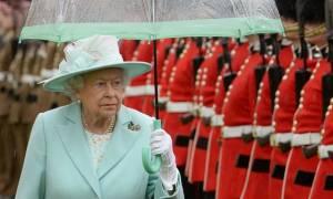 Αυτές είναι οι λέξεις που απαγορεύεται να πει η βασίλισσα Ελισάβετ – Ο λόγος… απίστευτος