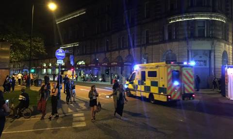 Τρόμος στο Μάντσεστερ - Φονική έκρηξη με δεκάδες νεκρούς και τραυματίες (videos)
