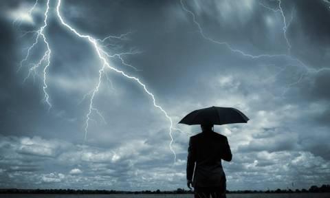 Καιρός - Η ΕΜΥ προειδοποιεί: Σε αυτές τις περιοχές θα εκδηλωθούν καταιγίδες σε λίγες ώρες