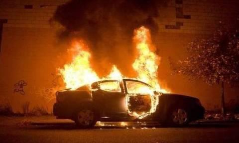 Δύο νεκροί από φωτιές σε ΙΧ αυτοκίνητα σε Κερατσίνι και Βουλιαγμένη