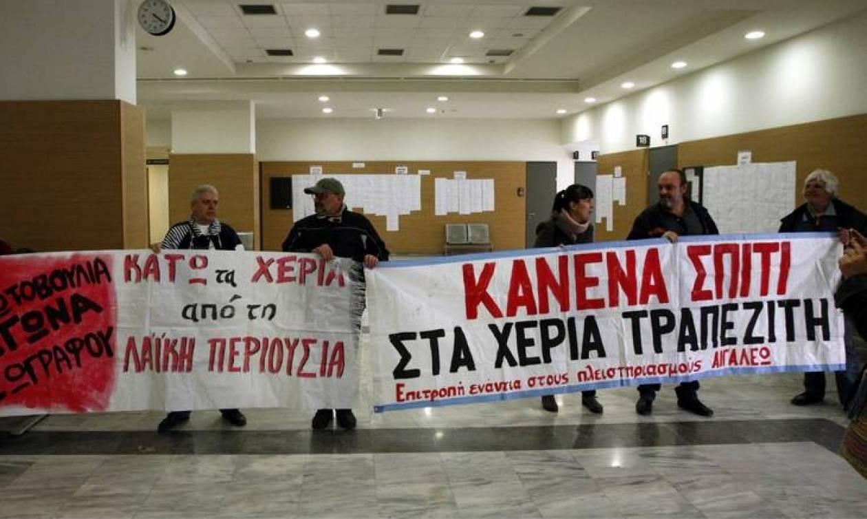 Πλειστηριασμοί: Στο «σφυρί» οι ζωές και οι τύχες των Ελλήνων