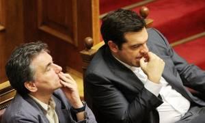 Το παρασκήνιο του Eurogroup: Τι είπε ο Τσίπρας στον Τσακαλώτο στο τηλέφωνο