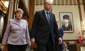 Πιθανή μια συνάντηση της Μέρκελ με τον Ερντογάν στο περιθώριο της συνόδου του NATO