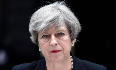 Έκρηξη Manchester: Επιστρέφει εσπευσμένα στη Βρετανία η Τερέζα Μέι από τη σύνοδο των G7