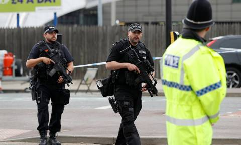 Συναγερμός στην Αγγλία για βόμβα στο Μάντσεστερ (Pics+Vids)