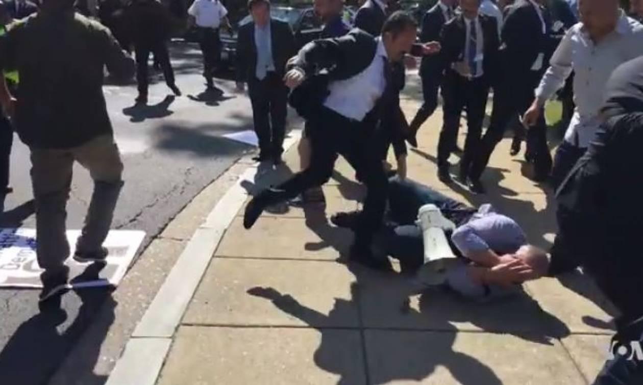 Ζητούν και τα «ρέστα» οι Τούρκοι για τις βιαιοπραγίες φρουρών του Ερντογάν στη Ουάσιγκτον (Pics)